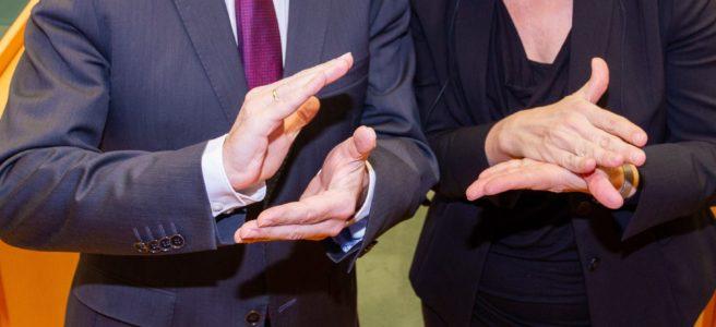 Symbolbild Gebärdendolmetsch, zwei Hände